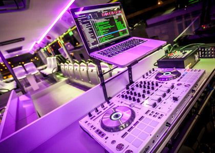 Complete DJ-booth